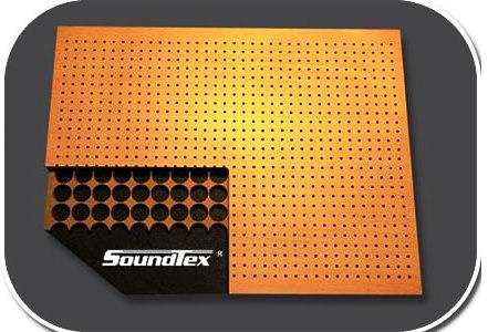 Ahşap panellerin çeşitlerinden bir tanesi de delikli modelidir. Şık tasarımı ve dekoratif görünümüyle mekanlarda muazzam bir görüntü oluşturabilirsiniz. Yankı yansıtıcı bu paneller, mekanlarda yankılanma gibi sorunları ortadan kaldırır. Kapalı mekanlarda sesleri soğuran bu ürün akustik ses kalite artırımı sağlamaktadır.