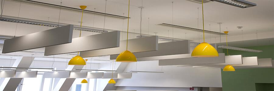 Akustik Yüzer Tavan Panelleri Yüzer tavan panelleri ortamdaki akustiği düzenleyebilen yani, eko, yankı, uğultu gibi ses bozukluklarını istenmeyen sesleri düzenlemede kullanılırlar. Şık görünümü sayesinde ortamınıza dekor açısından farklı bir hava katmakla beraber ses problemlerinide giderecek bir üründür.
