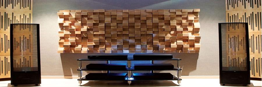 Difüzör akustik ahşap paneller uygulanan yerlerde hem akustik düzenleme, hem de dekoratif görünüm oluşturmaktadır.